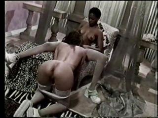Порно онлайн брюнетки в чулках